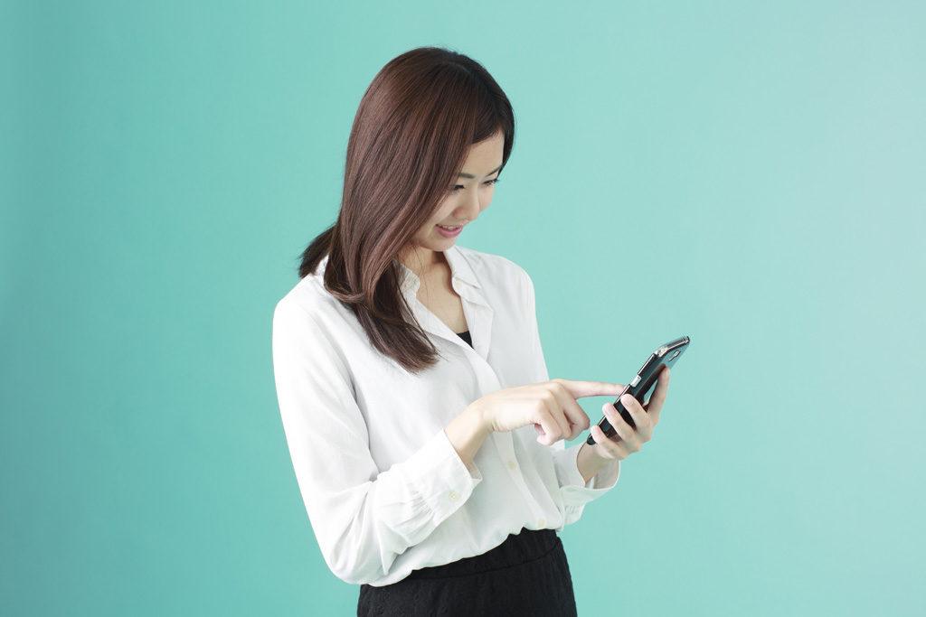 興信所に浮気調査の依頼をする前に、妻の浮気の兆候を調べるためには、あなたの前で携帯電話を使うかどうか調べる